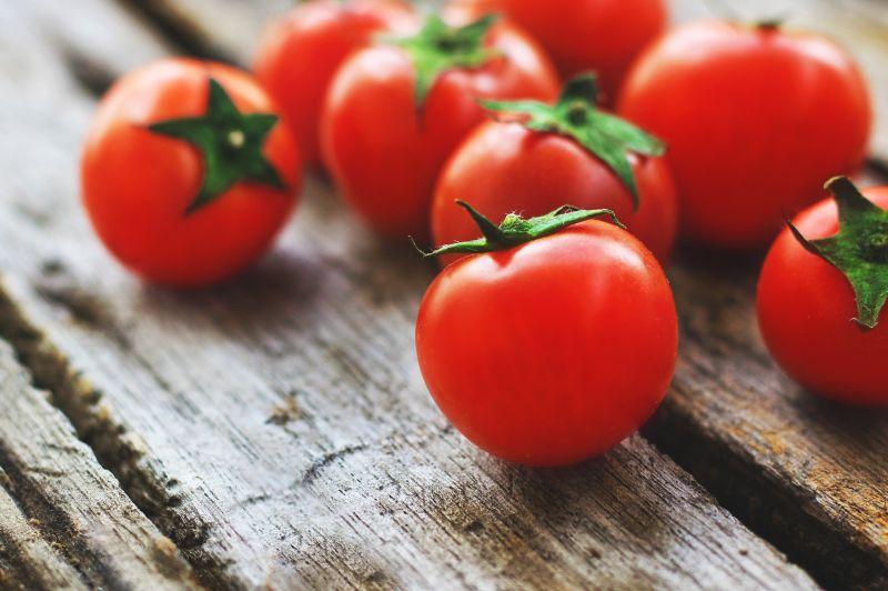media/image/tomatoes-4238247.jpg